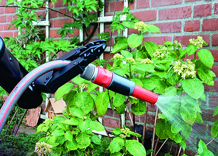 iARM Robotic arm: Watering the plants